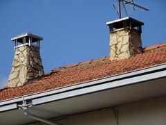 Olot Garrotxa Catalunya (visol) Tags: xemeneies xememeie tximinia chimneys chimeneas cheminées camino chamine catalogne catalunya catalonia cataluña chimney camini tejados teulades tejas tejado barbacana olot garrotxa girona roof