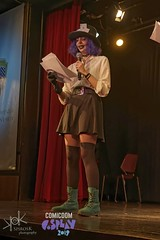 ComicdomCon Athens 2019 Cosplay Contest: Presenters in Alice Cosplay (SpirosK photography) Tags: comicdomcon comicdomcon2019 comicdomconathens2019 cosplay contest comicdom athens greece hau cosplaycontest alice madhatter americanmcgeesalice americanmcgees game videogame videogamecharacter