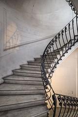 (ilConte) Tags: naples napoli campania italia italy architettura architecture architektur scale stairs treppe