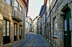 Rua da Igreja (vmribeiro.net) Tags: geo:lat=4135447668 geo:lon=874308847 geotagged vila conde portugal rua street igreja medieval sony a350