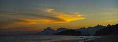 Vista da praia no por do Sol (mcvmjr1971) Tags: red nikon d800e lens sigma 100300 f4 ex mmoraes sunset por do sol praia de piratininga ceu vermelho sky clouds nuvens silhueta