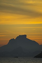 Pedra da Gávea e dois Irmãos (mcvmjr1971) Tags: purple nikon d800e lens sigma 100300 f4 ex mmoraes sunset por do sol praia de piratininga ceu vermelho red sky clouds nuvens silhueta