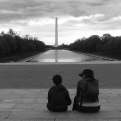 Sharing a Moment (ROSS HONG KONG) Tags: capitol whiteandblack monochrome noir lincolnmemorial dc streetphotography street white black washingtonmonument washington monument patent child