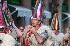 joaldunak (Juan Ig. Llana) Tags: bilbao euskadi carnaval basquefest folklore zanpantzar joaldunak gorros ttuntturo cónico color cencerro esquila lana gente