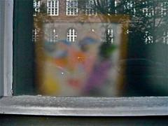 Fenster-Erzählung (web.werkraum) Tags: ks 2019 berlinpankow association architektur spiegelungen color collageconcept deutschland karinsakrowski berlinerkünstlerin bildfindung dasdasein dual einblick farbe flickrnova frühling fenster germany individuals jetzt light licht nahaufnahme nachbar neighbor omot original reflexion street tagesnotiz urban vertrautheit verortung webwerkraum wegzeichen zeichen