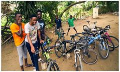 l'atelier velo 064 (Gilles_Ollivier_GeO) Tags: sony a7rii abidjan afrique portrait kids enfants vélo