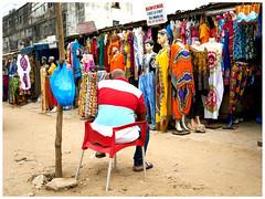 le chef du marché 010 (Gilles_Ollivier_GeO) Tags: sony a7rii abidjan afrique portrait marchand vetement marché