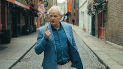 TG4 09-05-19@ 21.30 TG4 09-02-17@ 21.30 Hollywood in Éirinn (Far and Away) Seamus Moran in Temple Bar (TG4TV) Tags: far away movie hollywood ireland éirinn