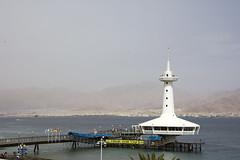 (Cindy en Israel) Tags: acuario puente muelle arquitectura architecture montañas agua mar paisaje banderas colores israel eilat turismo travel tour paseo viaje