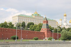 Grand Kremlin Palace (hamid-golpesar) Tags: grandkremlinpalace palace russia moscow moskva kremlin redsquare moscowriver moscowrivercruise cathedral sky landscape building buildings greatkremlinpalace cathedralofthearchangelmichael archangelmichael architecture kremlinwallsandtowers owaysee outdoor hamid hamidgolpesar hamidowaysee iran tabriz travel tree