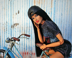 Jaeme Costas (Deejay Bafaroy) Tags: fashion royalty integrity toys doll puppe jaeme jaemecostasproblemchild barbie portrait porträt wig perücke cap kappe black schwarz blue blau red rot fahrrad velo bicycle bike 16 scale playscale miniature miniatur jaemecostas problemchild