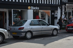 (Sam Tait) Tags: stratford upon avon car spot spotting retro rare classic street oddity 306 xt auto automatic 18 silver petrol 5 door peugeot 1995 blacks french 90s