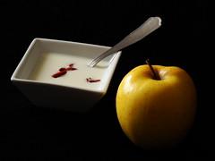 Régime (Filou le Croquant) Tags: pomme fruit cuillère lait