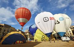 VIC. Osona. (Barcelona) (Josep Ollé) Tags: globos balloons globus plaza salidas despegues fotos photos fotografía photography canos phrtf