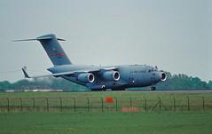 Berlin SXF ILA 2002 C-17 US Air Force (rieblinga) Tags: berlin schönefeld sxf flughafen ila 2002 us air force c17 transportflugzeug analog canon eos 1v kodak ebk 100 e6 diafilm