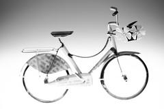 still-life 24-04-2019 003 (swissnature3) Tags: stilllife macro light flower bike toy