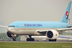 HL8046 20190423 VIE (SzépRichárd) Tags: aircraft airplane airport korean cargo boeing 777 loww