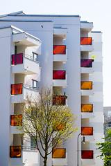 20190418-050 (sulamith.sallmann) Tags: architektur balkon balkone bauwerk berlin brunnenviertel bunt city deutschland europa farbenfroh feldstrase gebäude haus mitte neubau platte plattenbau saniert stadt urban wedding sulamithsallmann