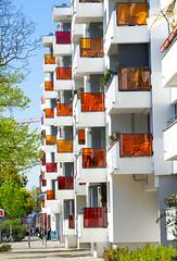 20190418-033 (sulamith.sallmann) Tags: architektur ackerstrase balkon balkone bauwerk berlin brunnenviertel bunt city deutschland europa farbenfroh gebäude haus mitte neubau platte plattenbau saniert stadt urban wedding sulamithsallmann