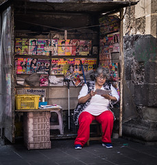 Streets of Mexico City (IV2K) Tags: mexico mexicocity street streetstyle sony sonyrx1 rx1 vendor 35mm