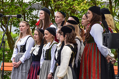 Icelandic National Day 2018 (Eric Bloecher) Tags: reykjavík reykjavik icelandicnationalday nationalday choir women girls female singing music song iceland