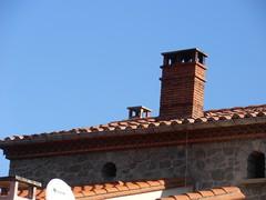 Arles de Tec (visol) Tags: xemeneies tximinia xememeie chimneys chimeneas cheminées camino chamine tejados teulades tejas tejado teulas arquitectura roofs pyrenees pyrénées pirineu pirineo france francia frança kaminköpfe barbacana chimney