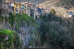 El cingle (SantiMB.Photos) Tags: 2blog 2tumblr 2ig castellfollitdelaroca garrotxa girona invierno winter acantilado risco basalto cliff basalt geo:lat=4221863871 geo:lon=255468460 geotagged cataluna españa