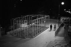 Stadt (tiltdesign2016) Tags: yashicaelectro35gsn analogphotography bw plustekopticfilm7600ise ilfordhp5400 400800 push wuppertal elberfeld nacht night ilfordilfosol319 stadt street strase basketball