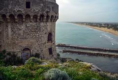 Torre Paola e la spiaggia di Sabaudia (giorgiorodano46) Tags: aprile2019 april 2019 giorgiorodano italy sabaudia lazio circeo parconazionaledelcirceo torrepaola tower castle ruin