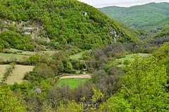 Ο νερόμυλος του Ωραίου όπως φαίνεται από ψηλά (ritvank) Tags: watermill oreo landscape outdoor pp5125 xanthi rhodopes νερόμυλοσ ωραίο ξάνθη ροδόπη τοπίο άνοιξη δάσοσ πράσινο spring forest green mountain βουνό