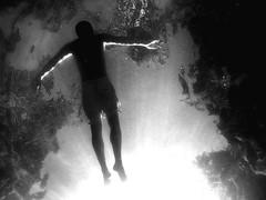(julirod) Tags: blancoynegro arte flotar agua