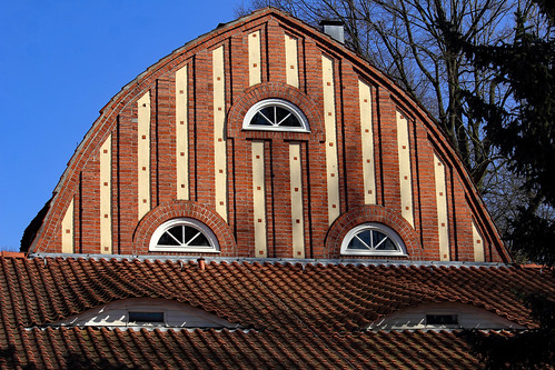 "Turnhalle Brüder-Grimm-Schule (01) • <a style=""font-size:0.8em;"" href=""http://www.flickr.com/photos/69570948@N04/32762241067/"" target=""_blank"">Auf Flickr ansehen</a>"