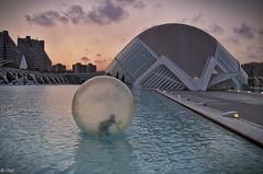 Diversión (chelocatala) Tags: waterballs atardecer hesmisferic arte agua bola niño juego arquitectura valencia españa