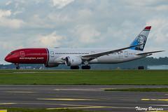 [CDG] Norwegian Boeing 787-9 Dreamliner _ LN-LNV (thibou1) Tags: thierrybourgain cdg lfpg spotting aircraft airplane nikon d810 tamron sigma norwegian boeing boeing787 b787 b7879 dreamliner jonathanswift landing lnlnv taxiing b789