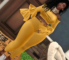 She got the goodies <3 (Sultry ALLURE) Tags: chantelsatine sultryallure secondlife sl queenz sponsor blog blogger ebony gold yellow