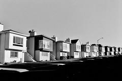 Daly City, California 2018 (Dave Glass . foto) Tags: dalycity skylinedrive rowhousing rowhouse suburbanamerica nikonf fujifilmacros100 35mmfilm