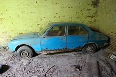 Peugeot 504 4 (Raphael Drake) Tags: abandonne abandoned urbex rurex decay decayed maison house grange barn peugeot 504 car wreck voiture epave