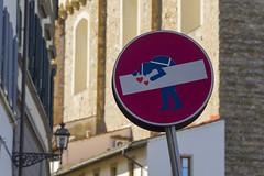 Florenz 015 (Dirk Buse) Tags: firenze florenz italien italia italy tuscany toskana schild stadt urban city kunst humor verkehr leben mft mu43 m43