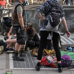 COP03093Fl (Christa Oppenheimer) Tags: citylife streetart streetfotografie tätowierung people punk aufderstrase grosstadt