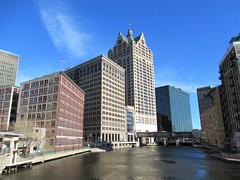 Milwaukee River from Wells Street bridge, Milwaukee, Wisconsin (Paul McClure DC) Tags: milwaukee wisconsin milwaukeecounty apr2019 architecture scenery river milwaukeeriver historic