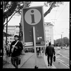 Stadt (tiltdesign2016) Tags: köln analogphotography adonalrodinal150 bw mittelformat yashicamat124g canoncanoscan9000f ilfordhp5400 stadt street strase