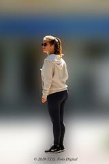 Una Guapetona (T.I.G. Foto Digital) Tags: españa ciudad nikon calles callejeando paseo paseando gente camino urbano guapetona madrid bonita chica guapa jovencita