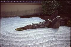 (✞bens▲n) Tags: leica m4 velvia 100 film analogue slide positive japan kyoto garden temple cross christian zuihoin zuihōin 瑞峯院 daitokuji summilux 50mm f14
