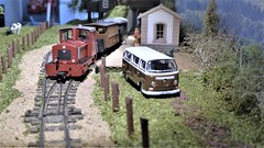 Passenger Service Arrives at Steinbach. (ManOfYorkshire) Tags: oxforddiecast vw camper t2 diesel 009 gauge scale model railway layout neepsend sheffield exhibition display show 2019 train passenger germany 1970s fictitious station hikers people passengers