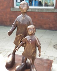 "Waiting for Me Dad - Mackenzie Thorpe sculpture unveiling • <a style=""font-size:0.8em;"" href=""http://www.flickr.com/photos/156364415@N06/32797674767/"" target=""_blank"">View on Flickr</a>"