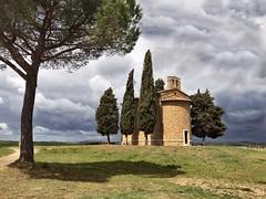 Capella di Vitaletta (Jolivillage) Tags: jolivillage chapelle capella toscane toscana tuscany valdorcia italie italia italy europe europa capelladivitaletta nuages clouds nuvole picturesque geotagged arbres trees alberi