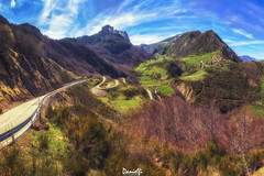 Carretera a La Peral  - Road to La Peral (danielfi) Tags: somiedo asturias asturies la peral paisaje landscape mountain montaña peak pico valle valley naturaleza nature carretera road panorámica panoramic pano ngc