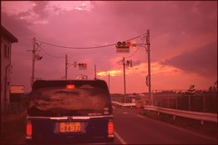 (✞bens▲n) Tags: contax g2 velvia iso50 carl zeiss 45mm f2 film analogue slide positive sunset evening driving sky japan nagano car red traffic light