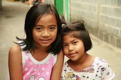 girls in the street (the foreign photographer - ฝรั่งถ่) Tags: girls children street khlong thanon portraits bangkhen bangkok thailand canon
