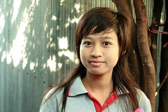 pretty young woman (the foreign photographer - ฝรั่งถ่) Tags: pretty young woman khlong thailand thanon portraits bangkhen boy thailad tree canon